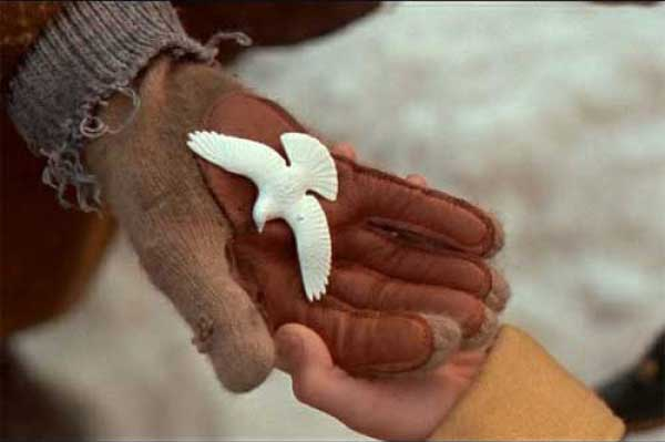 http://www.achristmasstoryhouse.com/wp-content/uploads/2014/10/home-alone-2-dove-hands-500-web1.jpg